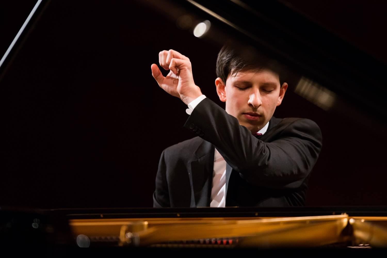Lucas Krupinski, guest piano